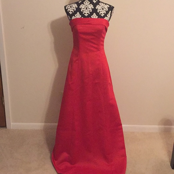 Jordan Dresses & Skirts - Red Strapless bridesmaid gown